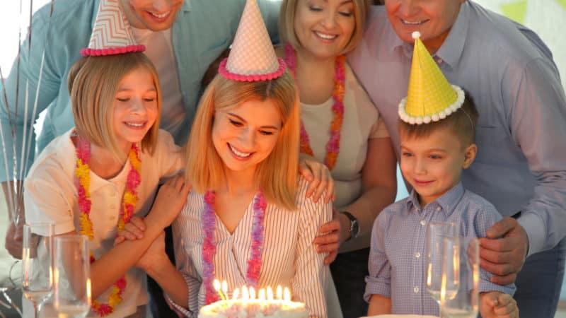 Happy Birthday, Mom! 50+ Heartfelt and Hilarious Birthday Wishes